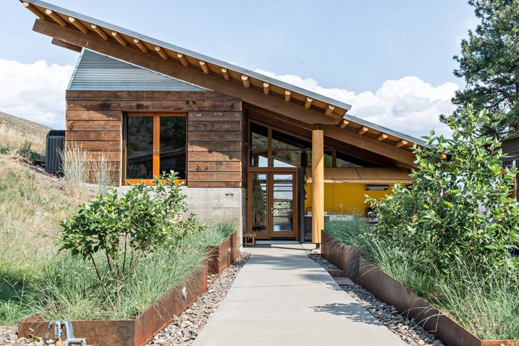 The home of Tom Lenchek, of Prentiss Balance Wickline Architects. The architect was inspired by the 'shackitecture' of local designer and builder Doug Potter.