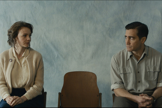 Carey Mulligan as Jeanette Brinson and Jake Gyllenhaal as Jerry Brinson