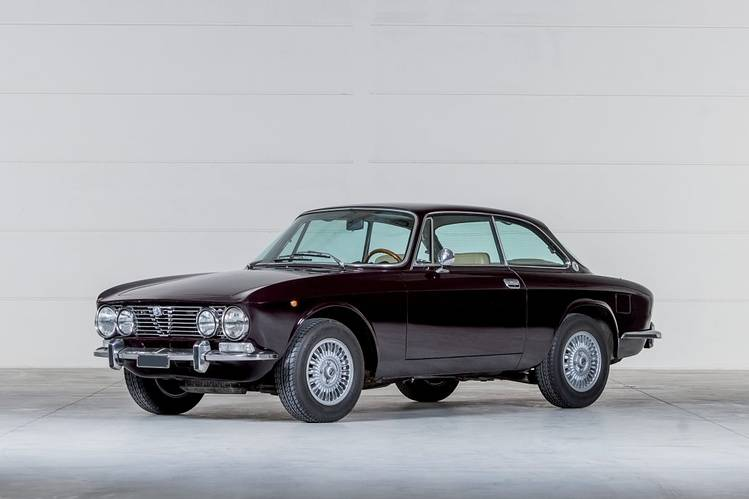 Alfa Romeo 2000 Veloce, 1974, about $39,000-$51,000 (not available at auction).