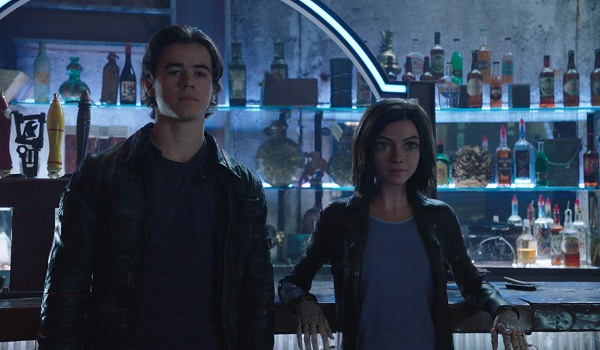 Alita: Battle Angel Hugo and Alita leaning against the Kansas bar