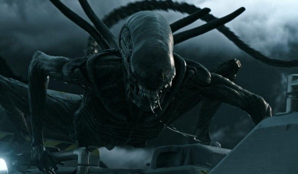 Alien Covenant Xenomorph clinging to the outside of the ship
