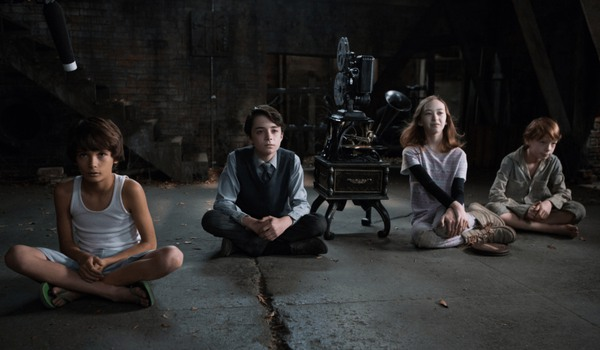 Sinister 2 a group of kids in the attic, ready to watch a movie