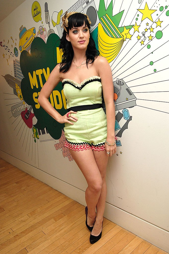 p... But she can also do pinupchic as evidenced by this green playsuit from MTV's emTRLem.p