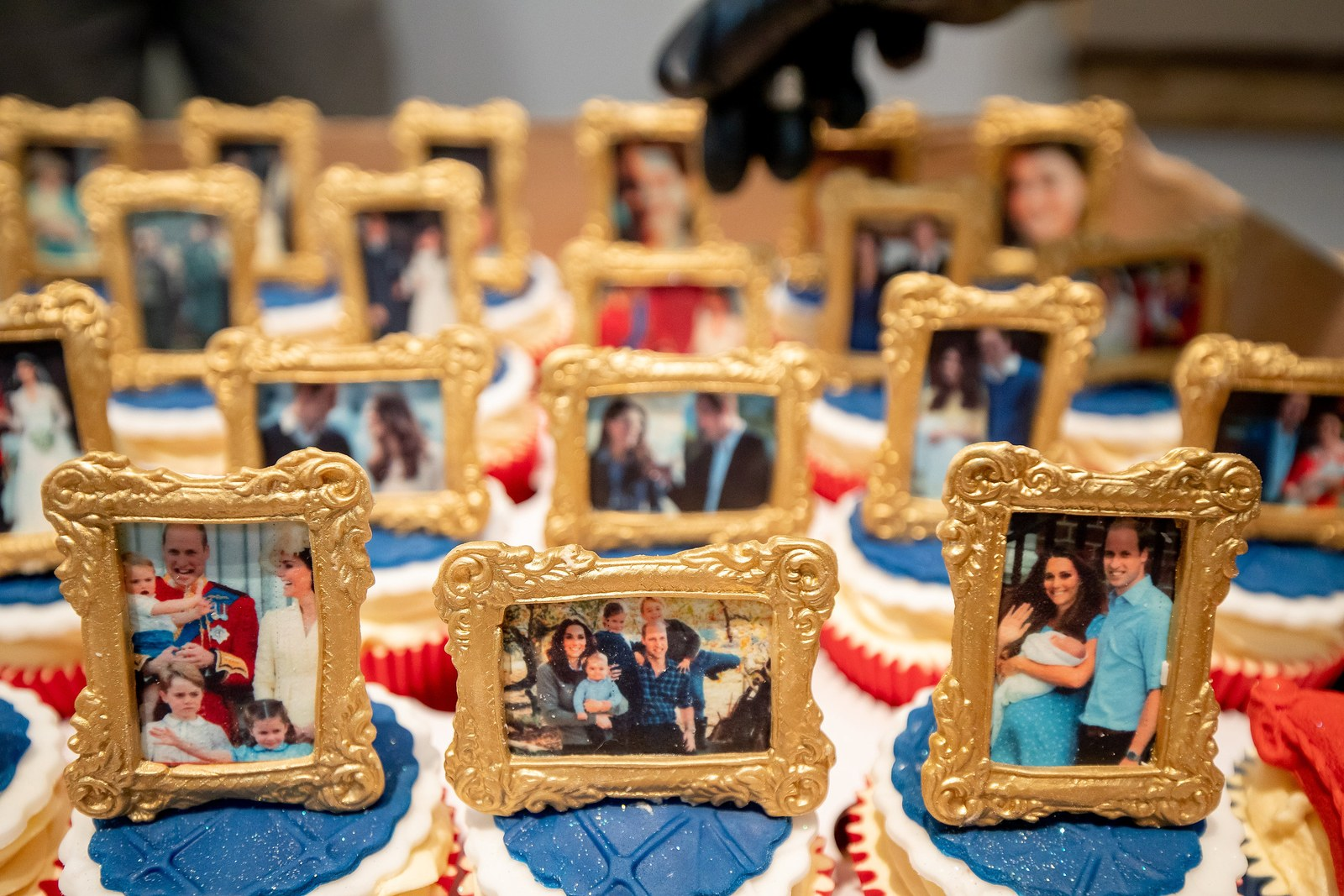 Cupcake decorations of Kate Middleton and Prince William