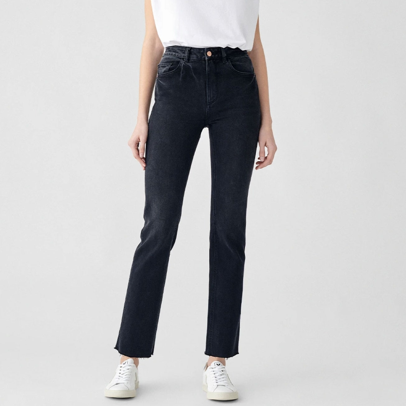 model wearing dark wash blue jeans and white t-shirt
